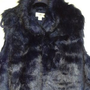 Jackets & Blazers - Faux fur vest perfect for Fall!!
