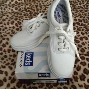 Ked's stretch tennis shoes - size 5.