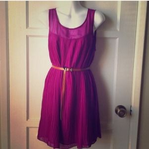HOLDBeautiful Pleated Dress