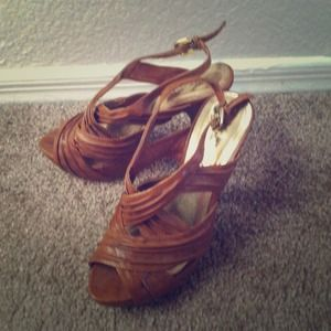 Shoes - 💢💢REDUCED💢💢Camel heels