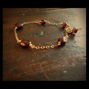 Jewelry - Gold and garnet bracelet