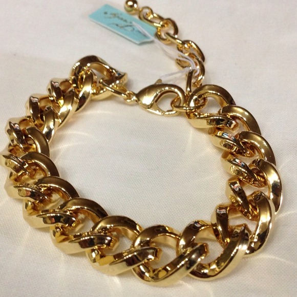 🔥Gorgeous heavy chain link bracelet in gold tone