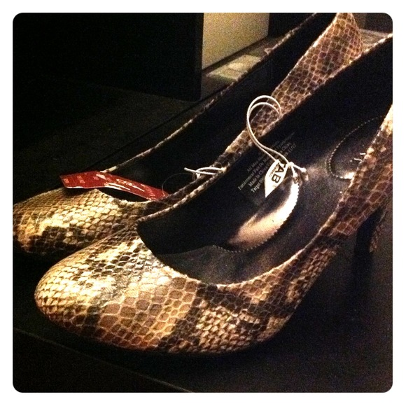 Merona Shoes - Black/tan/beige/grey Snake skin pumps! REDUCED!!