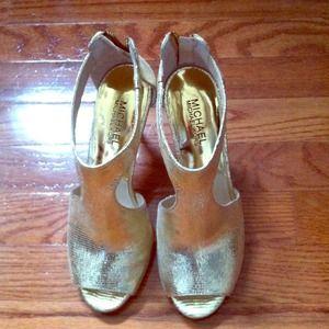 Michael Kors Shoes - ⚡️SALE⚡️Michael Kors!  Gold stilleto.  Worn once