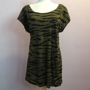Tops - Zebra print green top