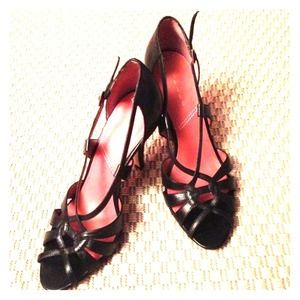 ✨ Elegant Tahari heels