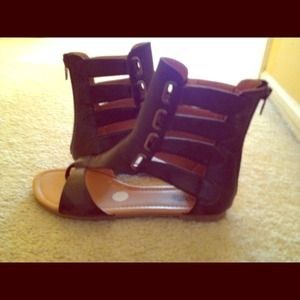 Shoes - Flat strappy sandals