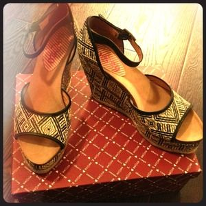 "Ikat Platform wedge by 80%20. 3 1/2"" height"