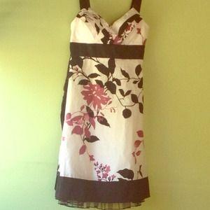 Dresses & Skirts - Very pretty floral dress