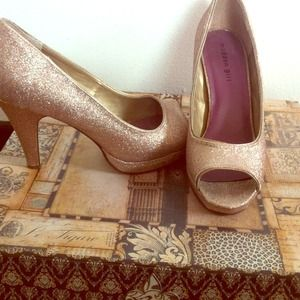 Madden girl by Steve Madden Shoes - 💢Price reduced!💢 Madden girl gold peep toe pumps