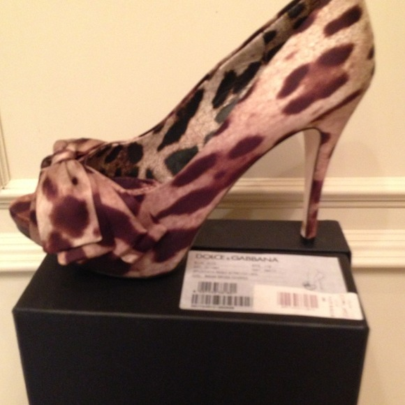 Dolce & Gabbana Shoes - 🍭HOST PICK🍭Dolce & Gabbana Bow Pump NWT/Box 38B 3