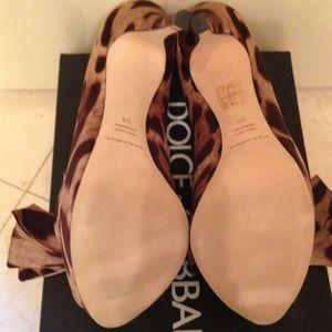 Dolce & Gabbana Shoes - 🍭HOST PICK🍭Dolce & Gabbana Bow Pump NWT/Box 38B