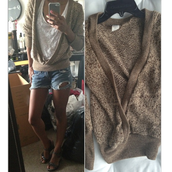 Tops - 🚫Sold🚫Brown lightweight summer sweater can fit