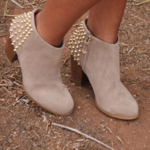 LOOKING FOR THESE ZARA SUEDE STUDDED BOOTS SIZE 6