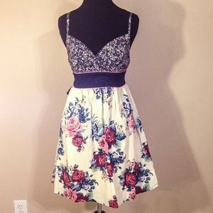 Dresses & Skirts - Floral Sundress👗
