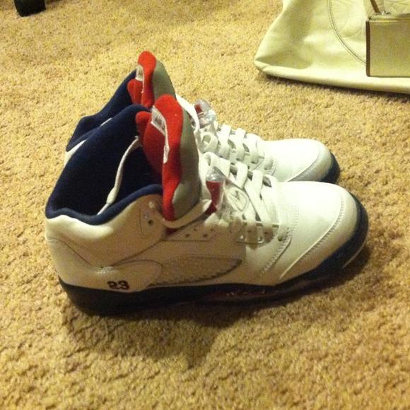 retro Jordan shoes size 5 in mens or 7 women's