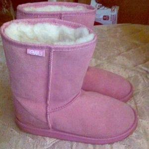 Shoes - Light pink emus