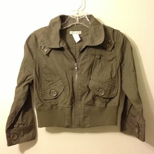 Army green cropped jacket with detachable hood