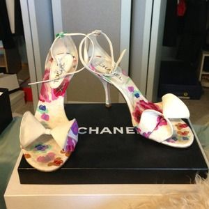 CHANEL white and flor sandals with ankle straps