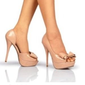 😍HOST PICK😍Nude peep-toe heels with a bow