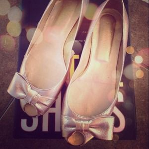 {Reduced} Valentino Metallic Bow Flats