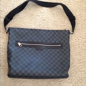 !!RESERVED!! Authentic messenger Louis Vuitton
