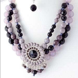 ~Beaded pendant necklace & earring set~