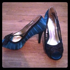 Forever 21 Teal colored heels size 6