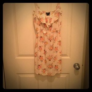  REDUCEDFloral dress very cute and casual