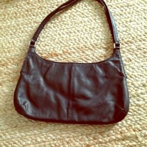 Small leather banana republic bag.