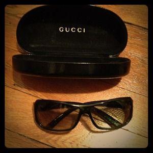 ⬇REDUCED ⬇ Dark green Gucci sunglasses with case