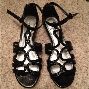Shoes - Beautiful Black Strappy Sandals