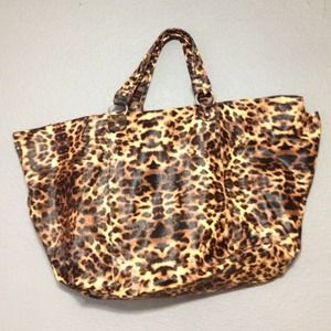 ❌Sold❌ in bundle LF Leopard print weekender bag