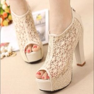 Shoes - ☆ SOLD ☆ thick heels lace shoes