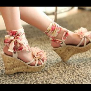 Shoes - *Sold* Flower wedges