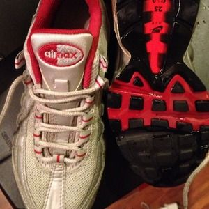 Silverred Nike Air Max 95 preowned 6Y (women's 8)