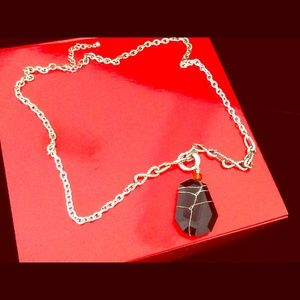 Jewelry - 🎉HOST PICK🎉 SILVER TONE W/BLACK STONE NECKLACE