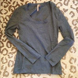 Long sleeve grey shirt