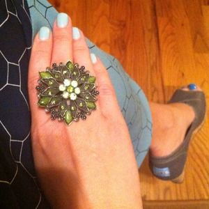 Jewelry - Big and bold flower ring