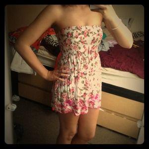 Super Cute Strapless Summer Dress! ❤