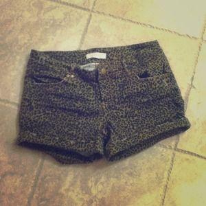 Denim - 🆕Cheetah Print Shorts