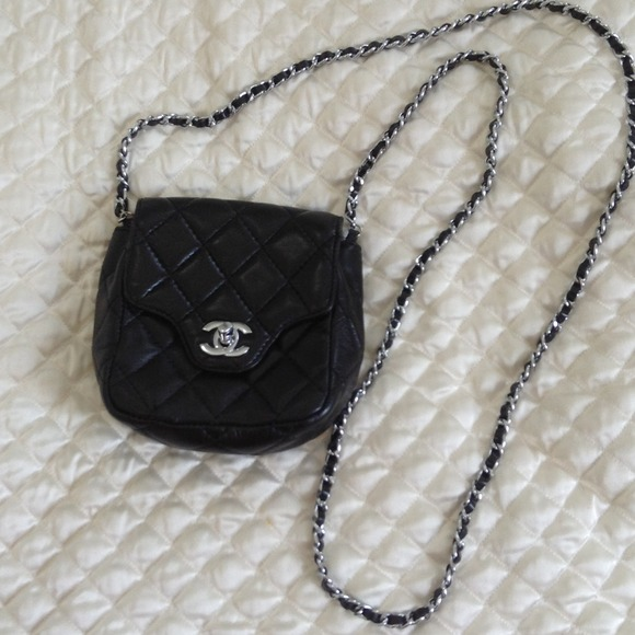 713b00d0bfcd CHANEL Handbags - Mini chanel chain cross body bag