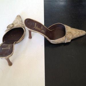 Adriana Caras heels