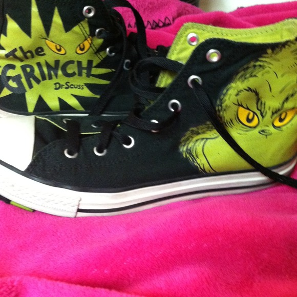 Converse Shoes - HOLD!!The Grinch Converse high tops befa29d1a
