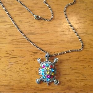 "Jewelry - Turtle necklace ""host pick"""