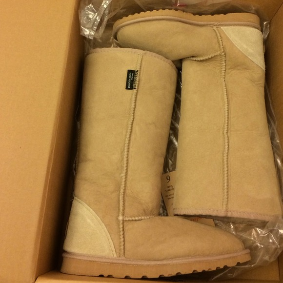 93a8a995bf2 ⚡Reduced⚡NWT Koolaburra Classic Tall Boots Size 6 NWT