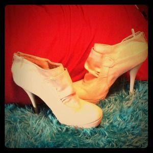 Size 10 white heels