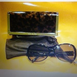 Like new Authentic Tory Burch Sunglasses & Case
