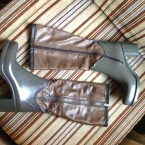 Zip up rubber rain boots