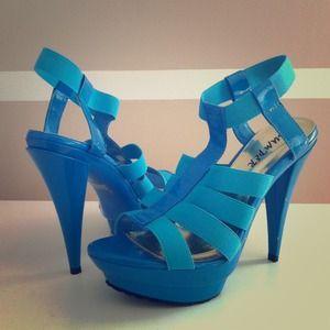 🎉HOST PICK🎉Bright blue Platform heels 💙